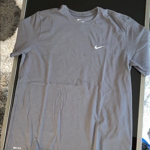 Shirt sleeve men's tee shirt